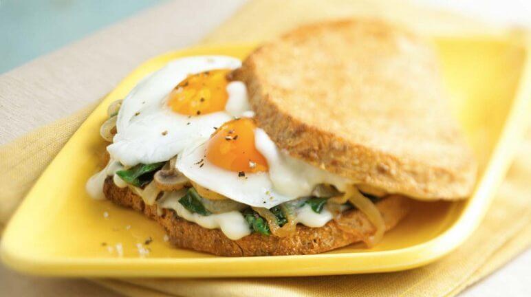 Sandwich trứng chay ngon mắt, giàu chất dinh dưỡng cho bữa tối của bạn